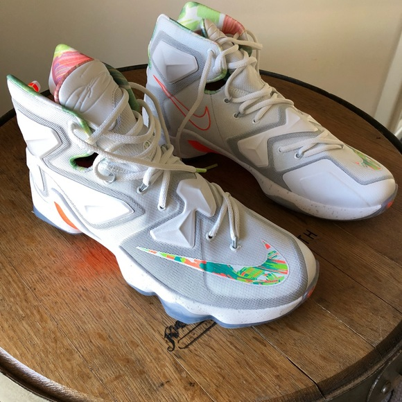 68ba6aa77d647 Nike Lebron James 13 Easter size 10.5